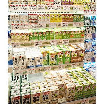 豆乳 この10年間で倍の生産量となった豆乳。健康志向だけでなく、料理用途普及も後押しし、今上期も伸長の勢いが続きそうだ