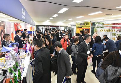 商材と情報を求めて全国から訪れる来場者(2019年東京会場)
