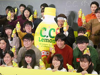 サントリー食品、「C.C.レモン受験応援ボトル」発売 松岡修造が応援