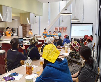 マックスバリュ東海、チーズケーキ教室を開催 丸森町産の干し柿使用