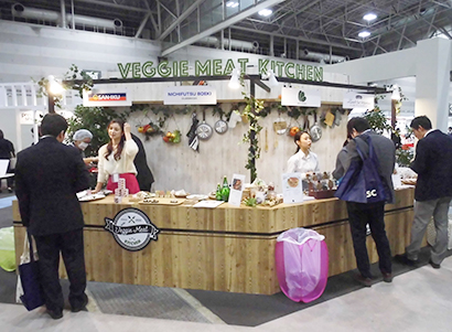 プラントベースフード内に設置されたベジミート試食コーナー「VEGGIE MEAT KITCHEN」