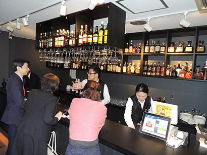 ポプラ、広島に新業態店舗 次世代型「コンビニ立ち飲みバー」オープン