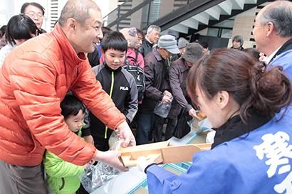 長野県寒天水産加工業協同組合ら、茅野市で「寒天の日」イベント 寒の恵み味わう