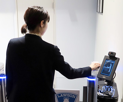 期間中には富士通の生体認証による入店管理も検証
