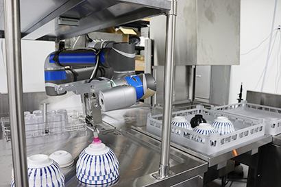 SRSホールディングス、AI搭載のロボット食洗システムを共同開発