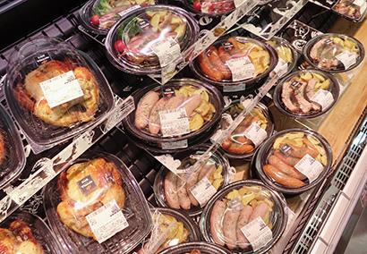 精肉部門はグリル惣菜をコーナー展開