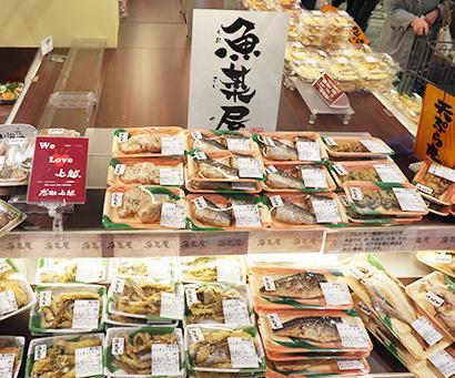 店内調理の惣菜「魚菜屋」でも、富山県産白エビやゲンギョの天ぷらなど珍しく新鮮な魚介を提供し差異化