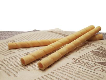 ブルボン「コロネクッキー」 規格は直径12~13mm(内径8~9mm)、長さ200mm。個包装品20本(個包装には植物由来のプラスチックを一部使用)。コールドドリンク専用。