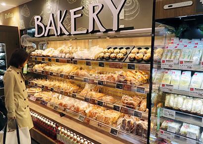 スイーツ&ベーカリー特集:インストアベーカリーで差別化 惣菜と並ぶ看板売場へ