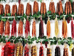 ブドウ愛が強すぎる東欧ジョージア 実や葉っぱも食べ尽くす食文化