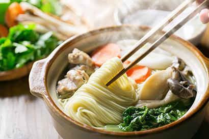 全国麺類特集:播州地区乾麺=マルツネ 「龍神の糸 細中華めん」メニュー提案強…