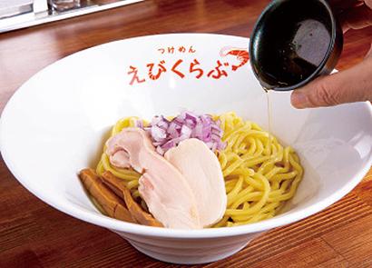 トリュフオイルを麺にかけて味変