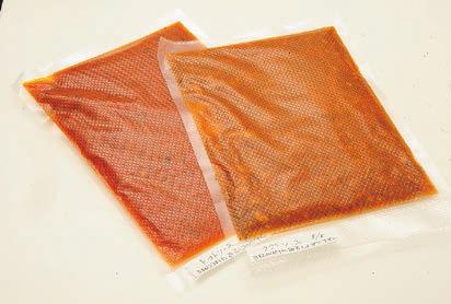 La Trattoriaccia「ニンニクの効いたピリ辛トマトソース」(左)と「フィレンツェ風ラグーソース」各1,000円(税抜き)