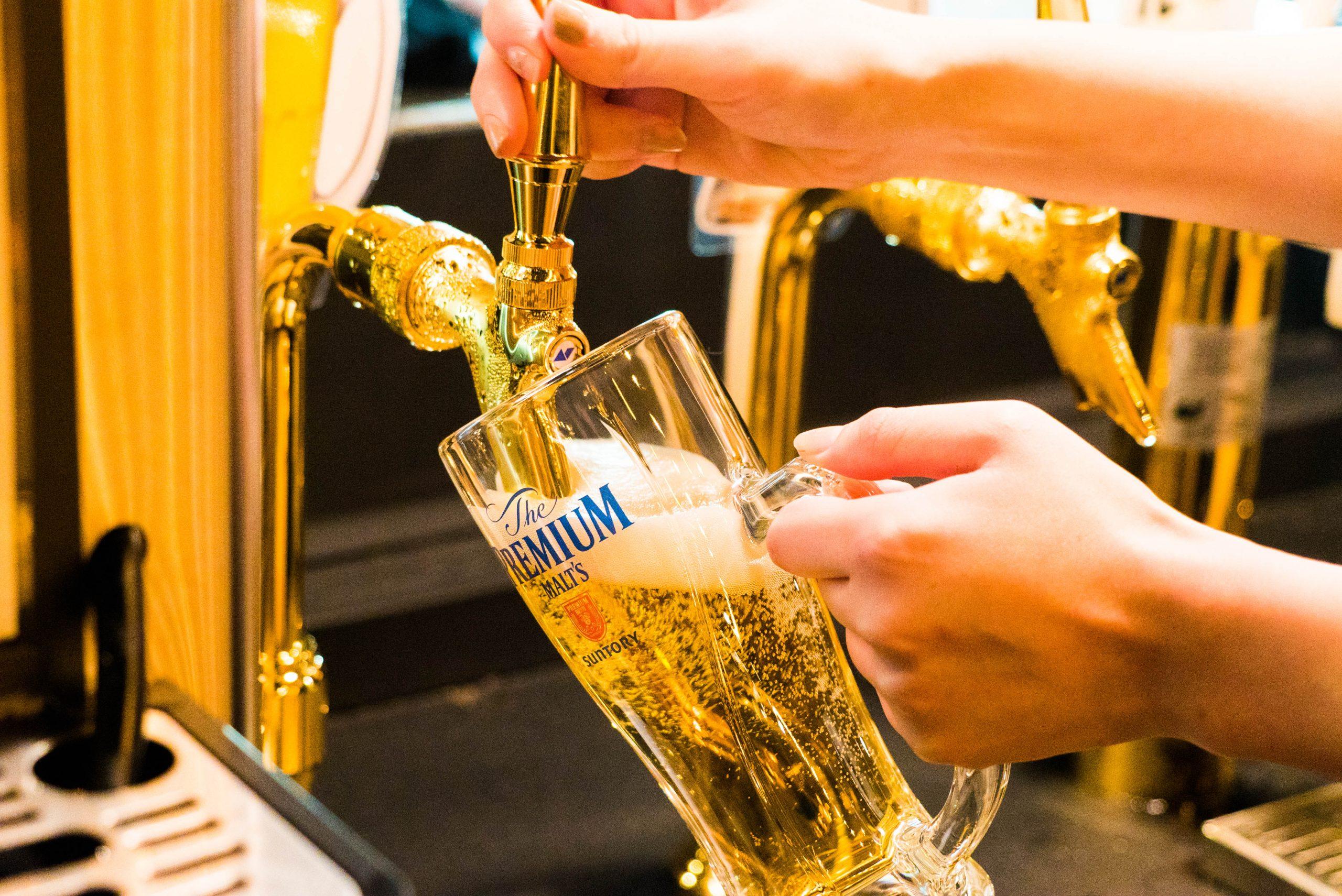 検温・アルコール消毒…ビアガーデンもソーシャルディスタンス型でスタート