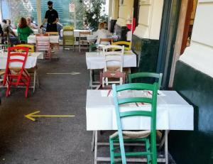 3密回避の新ルールでイタリアのレストランも奮闘