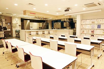 中西製作所、テストキッチンをアピール 調理機器の稼働テストが可能