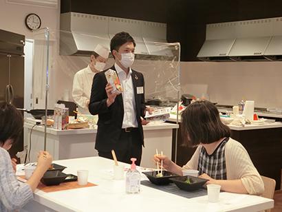 本紙主催ふれあいクッキング、「夏の和食」で料理講習会