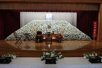 故・大谷稔氏(常洋水産・前会長)の合同葬に約600人が参集