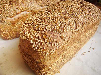 アマニ事典(第10回)  毎日食べて、美味しく健康に、パンとの好コラボ アマニ入り商品企画事例【PR】