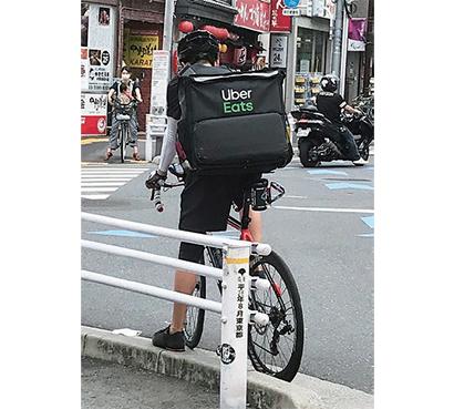 配達員の交通マナーの悪さには厳しい視線も注がれている