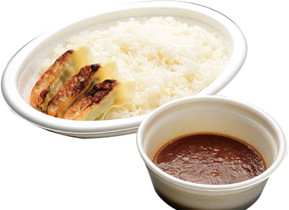 「餃子カレー弁当」734円(税込み) 餃子+ライス438g、カレー168g