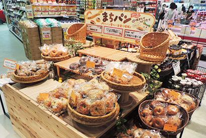 「まちパンコーナー」地元のパン屋が日替わりで販売する