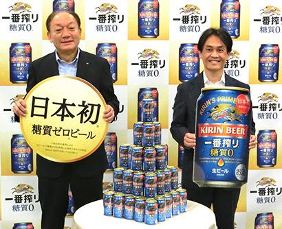 東京都内で27日会見した布施孝之社長(左)と山形光晴常務執行役員マーケティング部長