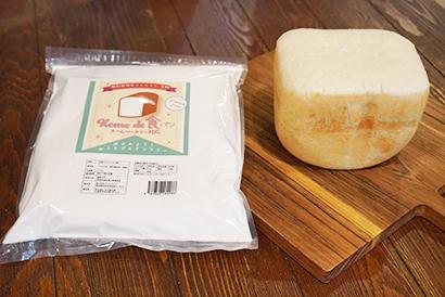 食パン専用米粉と出来上がった食パン
