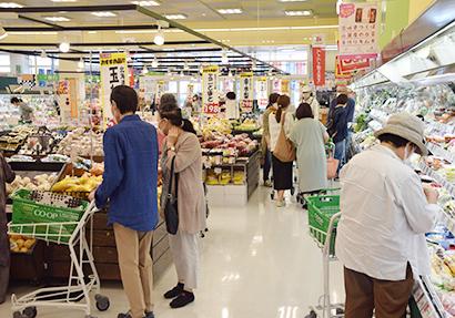 新たな需要への対応が急務(札幌市内のスーパー売場)