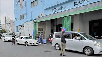 旭食品の業務用卸かいせい物産は、三密を避けた業務用冷凍魚の消費者直販「ドライブスルー魚屋」事業を展開