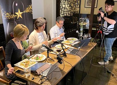 オンラインセミナー。ワインをテイスティングするゲストスピーカー(右から工藤雅義氏、大越基裕氏、高橋沙希子氏)