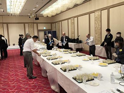 日本パイン缶詰協会、「開缶研究会」を開催 僅差で輸入品が優位に