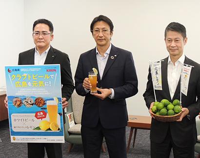 「広島スタイル」をアピールする右から湯崎英彦知事、石塚浩樹本部長、田中啓勝支社長