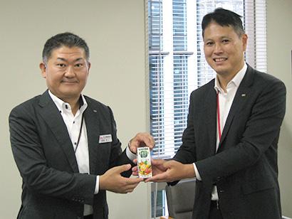 河原丈二新支店長(左)と稲垣慶一前支店長