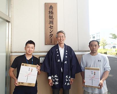 辰馬本家酒造、南極地域観測隊を日本酒贈呈で応援