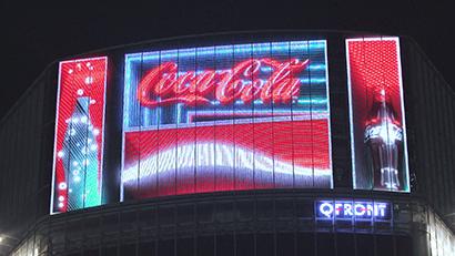 日本コカ・コーラ、街のランドマークに「渋谷コークビジョン」 さわやか・前向き…