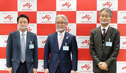 左から池内健教授、西井孝明社長、北村明彦研究部長