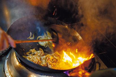 強火で一気に焼き上げることで、肉に香ばしさが出る