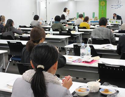 日本パインアップル缶詰協会、セミナーで果実の重要性解説 試食・食味調査も