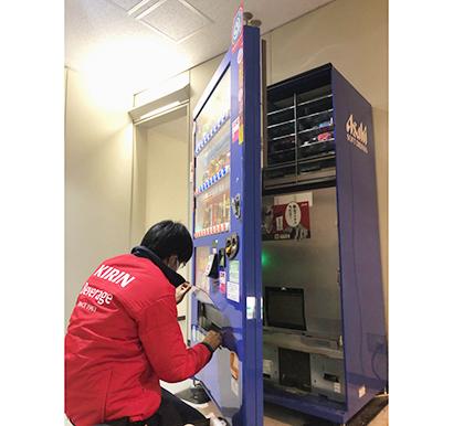 アサヒ飲料とキリンビバレッジ、自販機修理業務協業を拡大