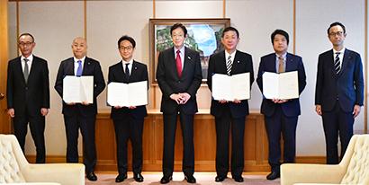 神戸市、酒造3社と協定締結 手指消毒用アルコール剤調達