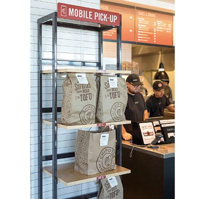 デジタル注文の商品をピックアップするカウンター(既存店)/COURTESY OF CHIPOTLE