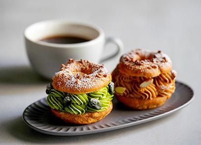 「パリブレスト・ピスターシュ」など生菓子ほか、焼き菓子も提供。一部オンラインでも販売