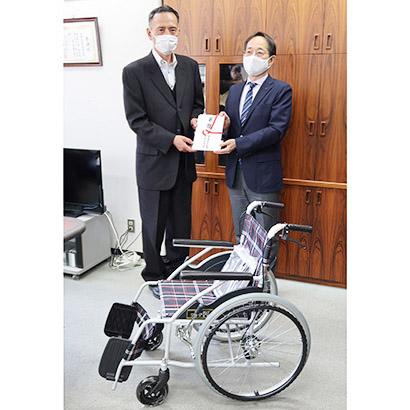 大阪海苔協同組合、大阪市社会福祉協議会へ車椅子寄贈