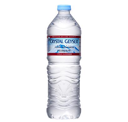 50%リサイクルPETボトルを展開する「クリスタルガイザー」(写真は700mlPET)