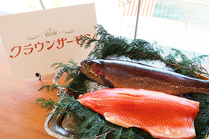 JR西日本、新たな陸上養殖水産物「クラウンサーモン」販売 大起水産と連携で