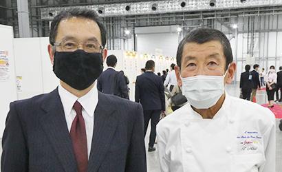 内田一也代表(左)と仁瓶利夫主催者