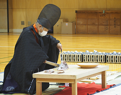 神戸第一高、調理師コース新一年生に「包丁授与式」