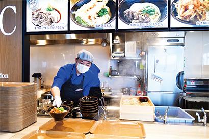 新スポット「四国水族館」の「キッチンせとうち」では自家製面の讃岐うどんも食べられる