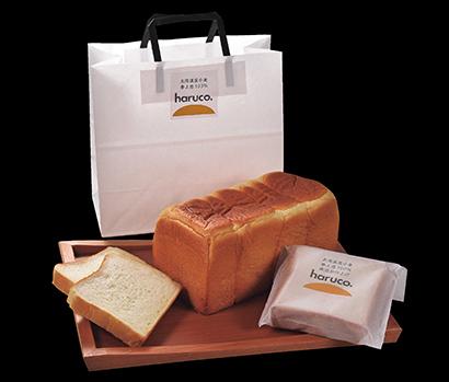 直営ベーカリーで販売する「haruco」。ナチュラルラッキー商品の中でも人気が高い